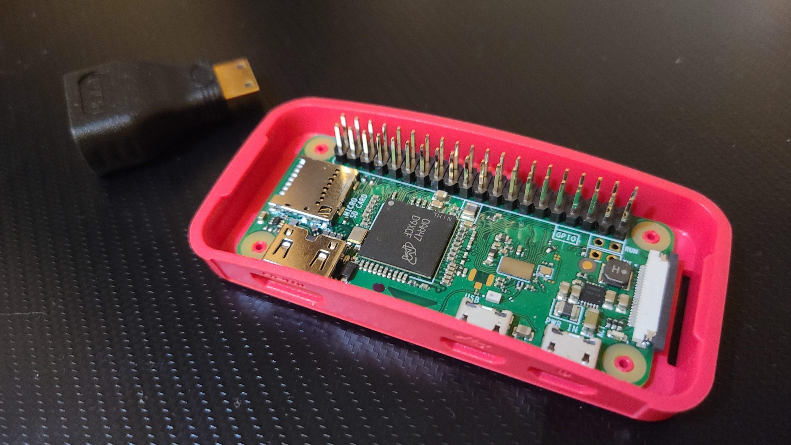 Raspberry Pi Zero WH 公式ケース付き