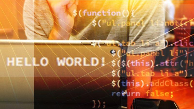 プログラミングスクールに悩む男性