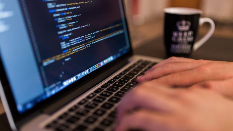 最新のプログラミング言語を比較・人気4選